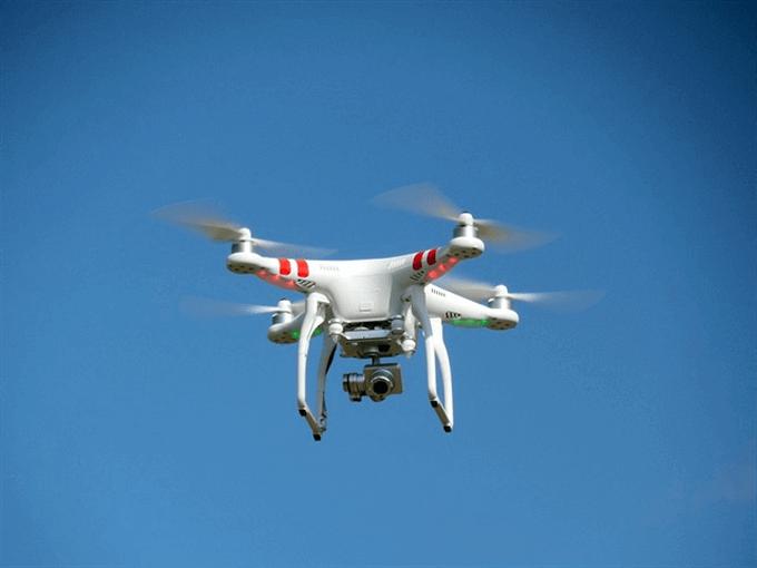 drone-407393_640_R_R